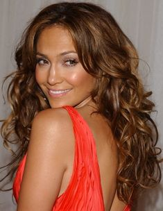 30 Jennifer Lopez Hairstyles: Alluring Center-parted long Curls