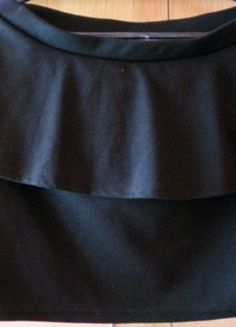 Kup mój przedmiot na #vintedpl http://www.vinted.pl/damska-odziez/spodnice/12661556-spudnica-baskinia-czarna-l-elegancka-spodnica-spudniczka