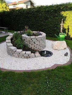 35 Fascinating, Easy-to-Do and Unique DIY Raised Garden Bed Ideas - Alles über den Garten Garden Yard Ideas, Garden Projects, Garden Decorations, Backyard Ideas, Backyard Patio, Diy Garden, Garden Table, Diy Patio, Patio Ideas