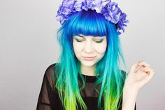 beautiful blue turquoise green hair and matching makeup. She's wearing of course! Bright Hair, Pastel Hair, Colorful Hair, Dip Dye Hair, Dye My Hair, Hair Colors For Blue Eyes, Hair Colours, Afro, Pretty Hairstyles