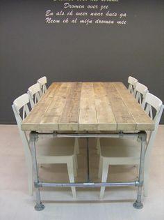 tafel steigerhout met steigerpalen onderstel Pipe Table, Wooden Tables, Diy Furniture, Shabby Chic, Dining Table, House Design, Interior Design, Living Room, Kitchen