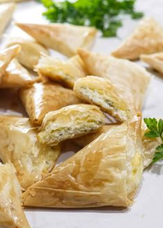 Cheese Triangle Pies (Tiropita) Greek Cheese Triangle Pies (Tiropita) - Savor the BestGreek Cheese Triangle Pies (Tiropita) - Savor the Best Greek Appetizers, Bite Size Appetizers, Appetizer Recipes, Snack Recipes, Snacks, Yummy Recipes, Greek Recipes, Desert Recipes, Greek Cheese Pie