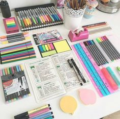 Coisas de escritorio ведение записей school suplies, cute school supplies e School Supplies Tumblr, School Supplies Highschool, Cute School Supplies, Study Organization, School Supplies Organization, Office Supplies, Art Supplies, Diy Tumblr, School Pens