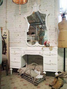 vintage looking vanity