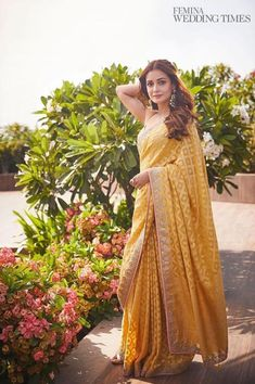 Saris Caring For The Indoor Bonsai Tree Article Body: The indoor Bonsai Tree is a beautiful addition Sari Design, Diy Design, Indian Bridal Outfits, Indian Designer Outfits, Indian Designers, Indian Fashion Trends, Wedding Outfits, Dress Indian Style, Indian Dresses