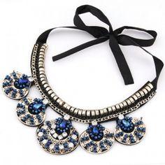 European Style Rhinestone Diamond Embellished Oval Leaf Pendant Ribbon Collar Necklace pas cher