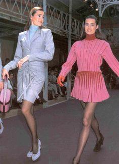 Circa 1989 - azzedine alaia show 80s Fashion, Runway Fashion, Fashion Dresses, Vintage Fashion, Fashion Ideas, Yasmin Le Bon, Tv Show Outfits, Azzedine Alaia, Vintage Couture