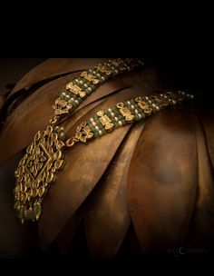 Indian Jewellery Design, Jewelry Design, India Jewelry, Fine Jewelry, Emerald Jewelry, Gold Jewelry, Jewelery, Jewelry Necklaces, Necklace Designs