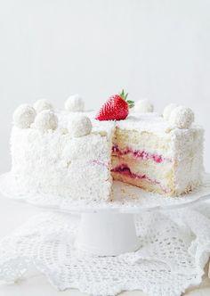 Raffaello cake with strawberries uploaded by N-Navarro Gourmet Cakes, Food Cakes, Cupcake Cakes, Cupcakes, Great Desserts, Delicious Desserts, Rocher Torte, Kolaci I Torte, Strawberry Cake Recipes