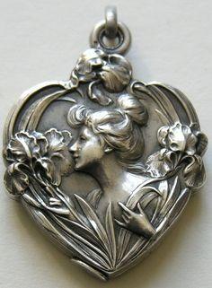 Art Nouveau El corazón de plata Locket - Francia
