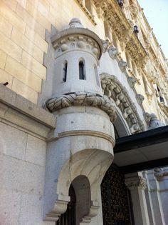 Publicamos el edifico del Cuartel General de la Armada. #historia #turismo http://www.rutasconhistoria.es/loc/cuartel-general-armada-y-museo-naval