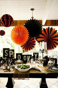Love this Halloween party table/Halloween Disneyland Halloween, Diy Halloween, Theme Halloween, Halloween Birthday, Holidays Halloween, Vintage Halloween, Happy Halloween, Halloween Clothes, Costume Halloween