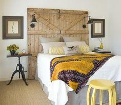 Cabeceros de camas con puertas recuperadas