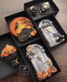 Halloween Cookies Decorated, Halloween Desserts, Halloween Treats, Halloween 2020, Disney Trading Pins, Disney Pins, Fondant Cookies, Cookie Box, Party Food And Drinks