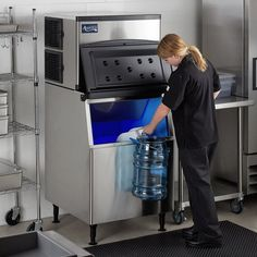 Capable of producing up to 497 lb. An included ice bin holds up to an impressive 275 lb. Make sure you've always got plenty of fresh ice on hand with the Avantco Ice air cooled modular full cube ice machine with bin! Commercial Espresso Machine, Best Espresso Machine, Restaurant Equipment, Restaurant Bar, Ice Bag, Hotel Supplies, Food Service Equipment, Adjustable Legs
