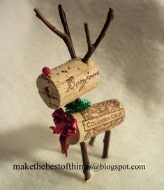 How to Make Cork Wreaths & Christmas Decor (Video). Decorate your holiday home with a DIY cork wreath or other creative Christmas decor with unused corks! Noel Christmas, All Things Christmas, Winter Christmas, Christmas Ornaments, Christmas Wreaths, Cork Ornaments, Reindeer Christmas, Funny Christmas, Reindeer Craft