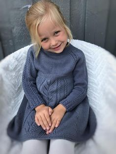 Ravelry: Soria Moria kjole pattern by Wenche Steffensen Girls Knitted Dress, Crochet Dress Girl, Knit Baby Dress, Baby Girl Crochet, Dresses Kids Girl, Kids Outfits, Sweater Knitting Patterns, Knitting For Kids, Baby Patterns