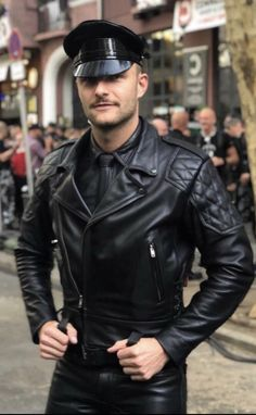 Kerls in Leder Mens Leather Pants, Leather Hats, Biker Leather, Leather Fashion, Black Leather, Men Fashion, Men's Accessories, Mr. Porter, Scruffy Men