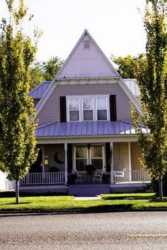 homes like this and huge roses were a common site in Weiser