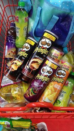 Junk Food Snacks, Food N, Food And Drink, Sleepover Food, Tumblr Food, Asian Snacks, Snap Food, Food Snapchat, Perfect Food
