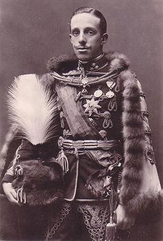 El Rey Alfonso XIII inauguró la #barandilla de La Concha en el año 1916. #donostia #rey #españa