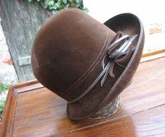 S+ozdobou...dámský+klobouk,+Vídeň+Dámský+hnědý+hlubší+klobouk+Velikost+neuvedena,+dle+zkoušení+asi+54-55,+nošený,+místy+přeležený+vlas+(na+fotkách+jinak+zbarvené+plošky),+ale+stále+velmi+pěkný.