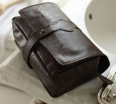 saddle leather hanging toiletry case
