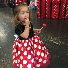 How adorable is our Retro Minnie Mouse dress on this birthday mouse Rosalie? Disfraz Minnie Mouse, Minnie Mouse Roja, Minnie Mouse Theme Party, Minnie Mouse Costume, Mickey Mouse Clubhouse Birthday, Minnie Mouse Pink, Mickey Mouse Birthday, Girl Birthday, Birthday Dresses