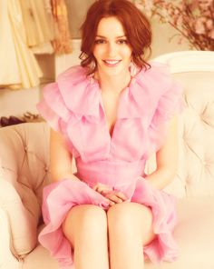 By reading our posts, you can adopt some of the biggest stars' style easily. Here you can GET THE LOOK: Gossip Girl Style-Blair Waldorf. Gossip Girl Blair, Gossip Girls, Estilo Gossip Girl, Gossip Girl Outfits, Gossip Girl Fashion, Pink Fashion, Leighton Meester, Blair And Serena, Blair Waldorf Style