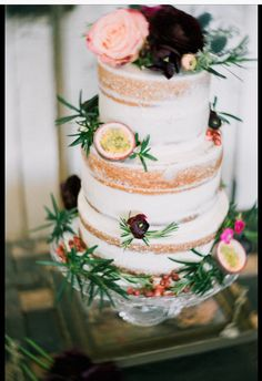 Naked cake decorated with ranunculus, passion fruit and pomegranate.