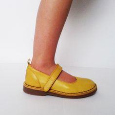 NR.2 Mary Jane yellow