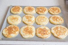 How to Freeze and Reheat Pancakes Types Of Pancakes, Whole Wheat Pancakes, Freeze Pancakes, How To Make Pancakes, Yummy Snacks, Healthy Snacks, Healthy Recipes, Pancake Bites, Frozen Meals