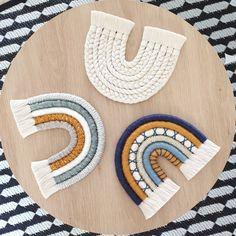 Macrame Art, Macrame Projects, Yarn Crafts, Diy And Crafts, Wall Hanging Crafts, Macrame Patterns, Diy Gifts, Lana, Weaving