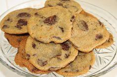 Dette er noen flak av cookies! De er stappet med deilig og mørk belgisk sjokolade! Hver cookies er som en liten bit med konfekt. De er også laget med brunt sukker som gir dem en mer gylden farge. Hele 200 g sjokolade pr cookie deig! Nam! PS: Lag gjerne deigen dagen før, den holder seg...