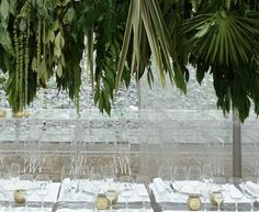 #tablescape #tabletop #decor Ghost chairs, with all clear place settings. Beautifully invisible