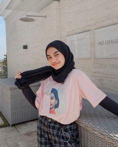 Tips on wearing short shirts for hijabers – N&D K Fashion, Modern Hijab Fashion, Street Hijab Fashion, Hijab Fashion Inspiration, Muslim Fashion, Korean Fashion, Fashion Outfits, Casual Hijab Outfit, Ootd Hijab