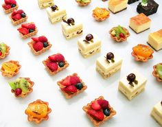 Don't want a traditional wedding cake? Not interested in a pancake version? Not inspired by several homemade cakes instead of a big one? Fancy Desserts, Just Desserts, Dessert Recipes, Patisserie Fine, Little Cakes, Homemade Cakes, Mini Cakes, Food Plating, High Tea