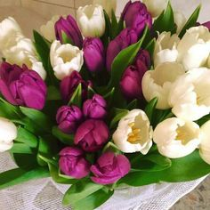 Looking for elegance in floral decor...look no further!.... Tulips display all dat n so much more!