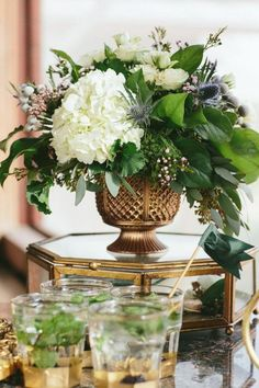 Gold & White - Gold & Weiss patricks day party centerpieces 10 Stunning Tablescapes in Green and Gold Floral Centerpieces, Wedding Centerpieces, Floral Arrangements, August Centerpieces, White Centerpiece, Floral Wedding, Diy Wedding, Wedding Flowers, Elegant Wedding