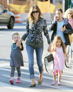 Get Sarah Jessica Parker's casual camo jacket and jeans—the perfect mommy-on-the-go style. #divinecaroline #style #mom