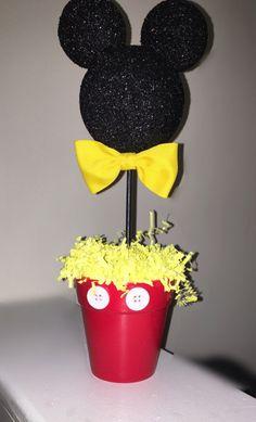 Inspirado en Mickey Mouse centro de mesa fiesta de por AmyJays