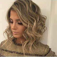 Soyez de mèche avec le coloriste optez pour un balayage ou bien un layage rehausser votre blond #ludovic #coloriste #fille #blonde #girl #beauty #cheveux #modele #teinture #maison #haircolor #balayage #layage #coiffeuse #hairdresser #femme #francaise #crazy #hair #maquillage #makeup #garnier ##clairol #pantene #colorista #cabelo #fan by lecoloriste