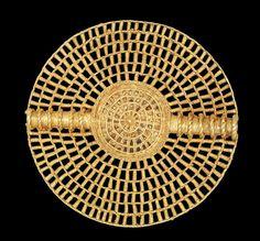 Asante disc pendant-soul disc, gold, open-work, lost-wax cast  - Made in Kumase (Africa, Ghana)