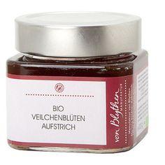 Dieses außergewöhnliche Veilchenblüten-Gelee ist ein besonderer Hochgenuss, intensiv und zart zugleich. Nicht nur als Aufstrich zu verwenden, sondern auch zum Verfeinern von Saucen und Süßspeisen.