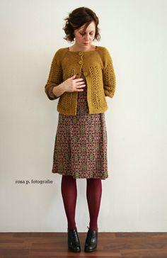 gold gelb: der febuary lady sweater > KLICK < unddas kleid mit dem ornament muster vom letzten herbst > KLICK < | ein bewaehrtes und zuverlaessig waermendes duo | february lady swea...