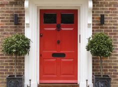 Looking to paint your front door a different color? These designers reveal their favorite front door colors. Timber Front Door, Wooden Front Door Design, Grey Front Doors, Exterior Front Doors, Front Door Colors, Georgian Doors, Victorian Front Doors, Modern Entrance Door, Front Door Entrance