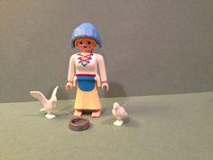 Playmobil DOVE GIRL 4526 Made in 1996 ONLY - RARE - COMPLETE, NO BOX
