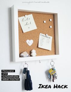 DIY Ikea Hack: Pin board and key holder from the Ikea picture frame RIBBA make themselves for a better organization and to leave dear messages for his sweetheart. Creative DIY Instructions on Yeah HandmadeInformations About DIY Ikea Hack RIBBA: Pinnw Diy Hanging Shelves, Floating Shelves Diy, Pot Mason Diy, Mason Jar Crafts, Make Your Own Pins, Marco Ikea, Ikea Picture Frame, Ikea Pictures, Ideias Diy