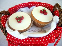 Apple fondant decorated Cupcakes.. For Snowhite themed parties...and not only..!