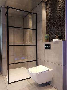 Douchewand staal en betegeling van de douche en wc, een optie om een deel niet te betegelen?